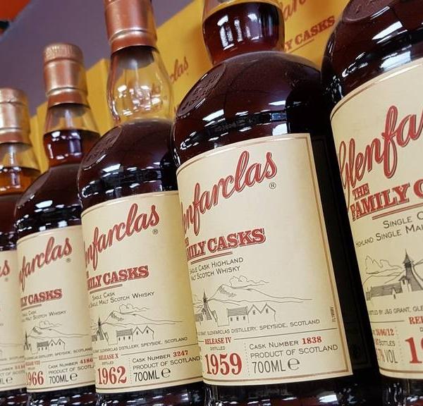 Collection des bouteilles de Whisky Glenfarclas Family Cask de 1953 à 1999 chez vos cavistes en Provence